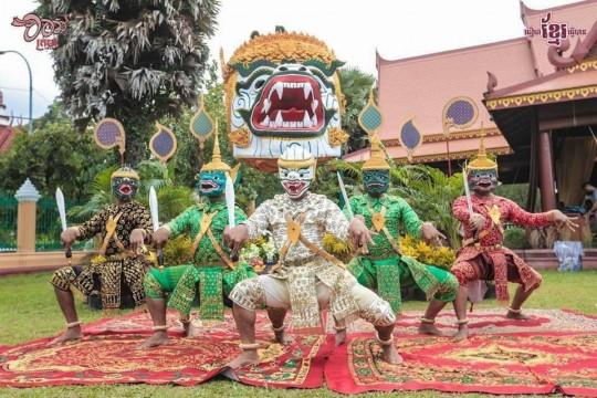 Lakhaon Khaol (Male Masked Theatre)