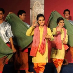 Robam Krama Khmer (Khmer Scarf Dance)